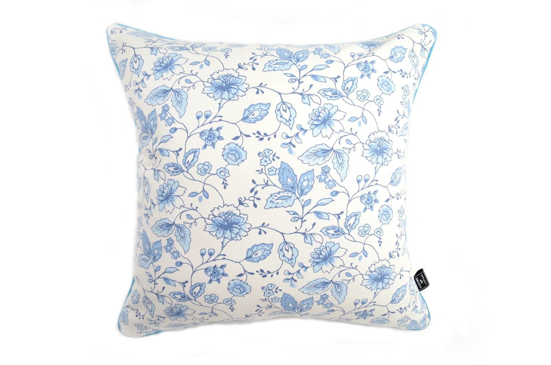 CLARKE & CLARKEの小さな花柄が可愛いブルー色のパイピング付クッションカバー 45×45