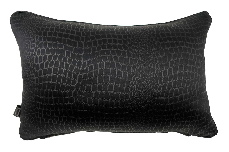 クロコの型押し柄でさりげないオシャレなブラック横長背当てクッション 45×30