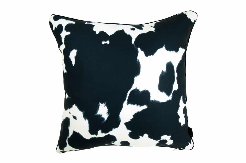柄の輪郭をぼかした牛柄が高級感漂うクッションカバー 45×45