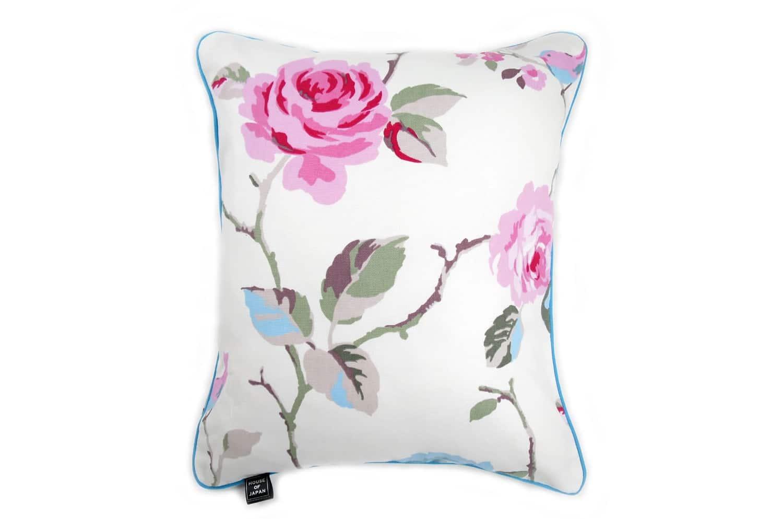 CLARKE & CLARKEのピンクの可愛い薔薇と愛らしい小鳥がラブリーな縦長ブルーパイピングクッション 45×38