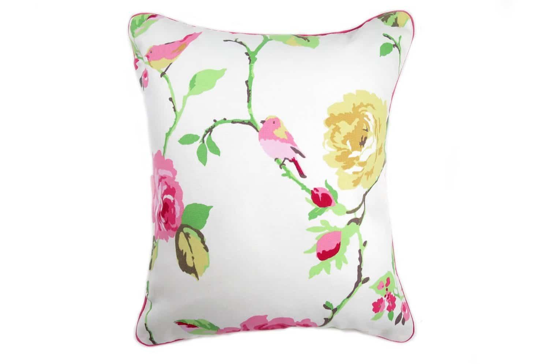 CLARKE & CLARKEのピンクの可愛い薔薇と愛らしい小鳥がラブリーな縦長ピンクパイピングクッション 38×45