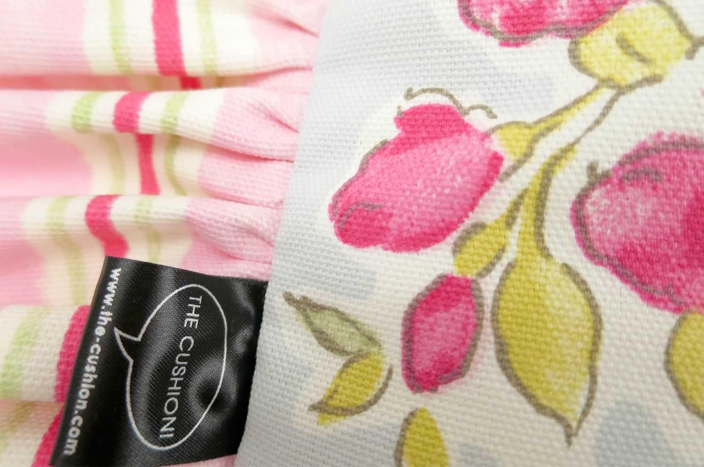 フレンチスタイルのストライプフリルとCLARKE & CLARKEのキュートなお花柄が人気のクッションカバー 40×40