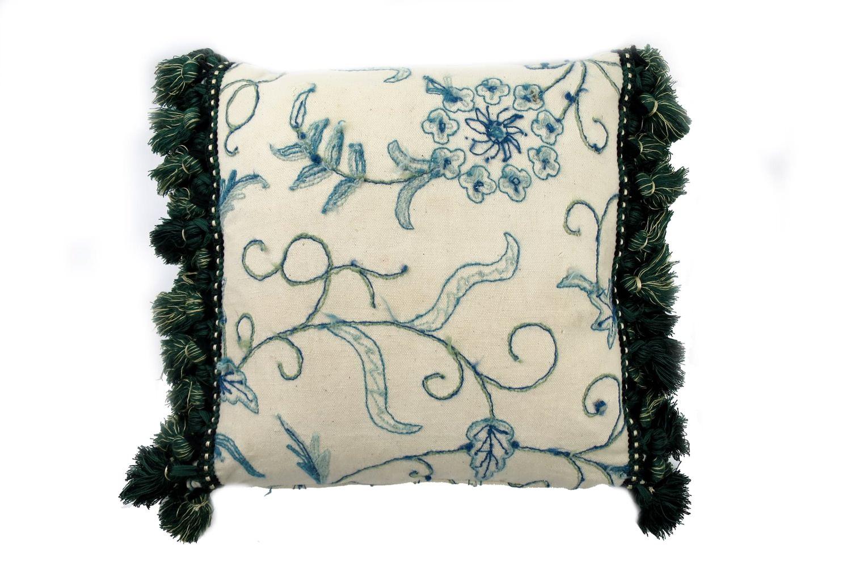 ウールのネイティブ刺繍にグリーンフリンジが秀逸なヴィンテージクッション 45×45