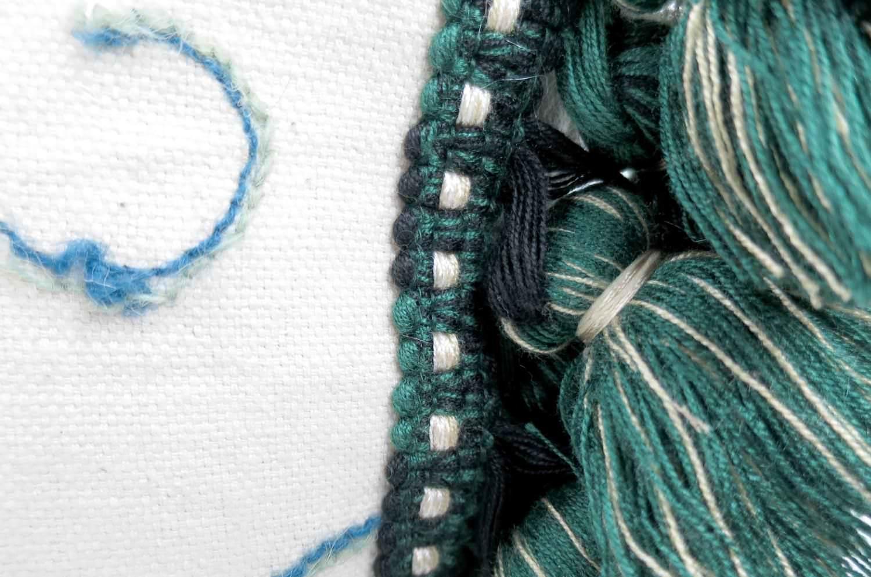 The Vintage ウールネイティブ刺繍ヴィンテージクッションカバー グリーンフリンジ 45×45cm