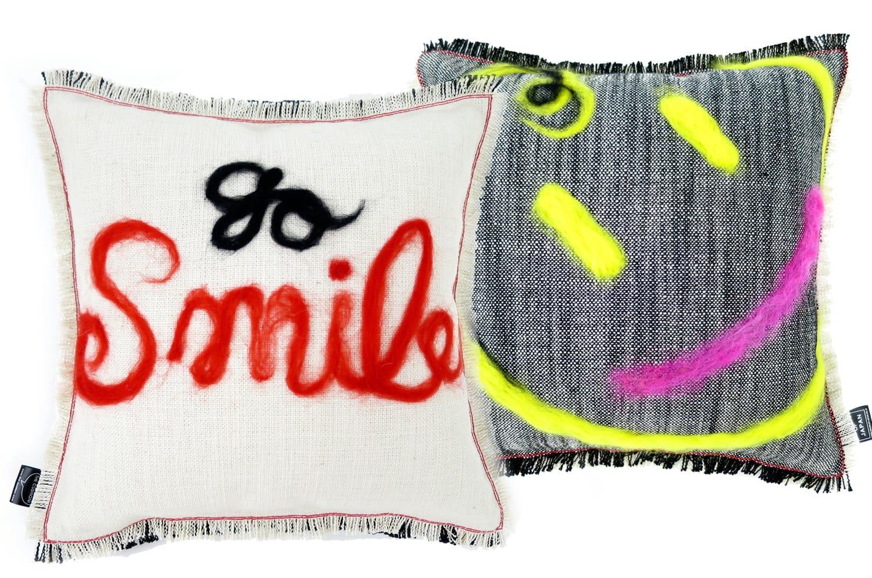 The Message - go smile ハンドメイドメッセージクッション ホワイト ブラック 35×35cm 中材付