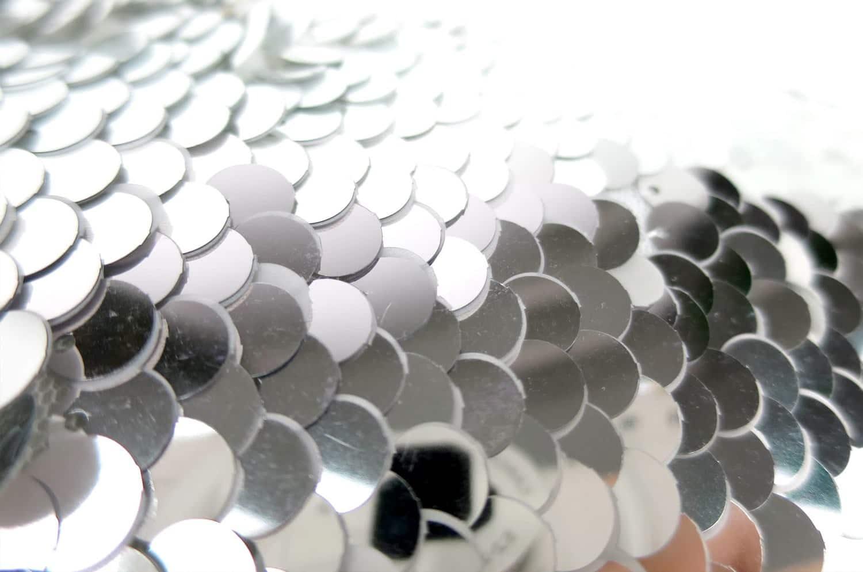 大粒のシルバーリバーシブルスパンコールがゴージャスな横長背当てクッションカバー 45×25