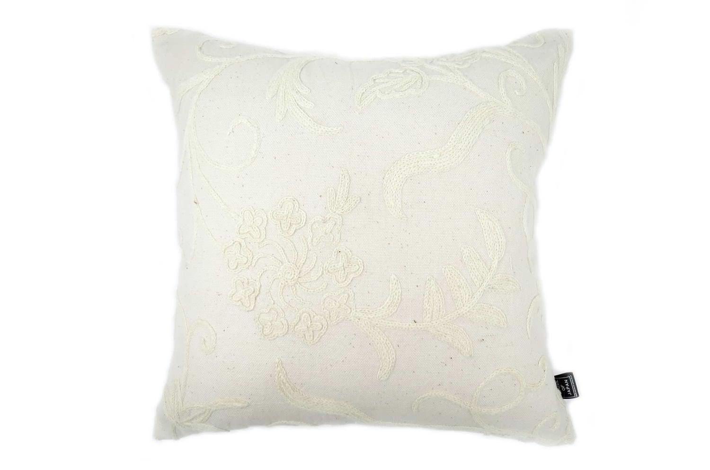 ナチュラルウールのホワイト刺繍がセレブ感漂うヴィンテージクッション 45×45