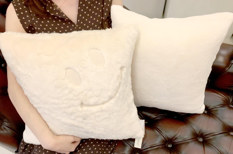 【再入荷】ニコフェイス®/人に優しく安全なオーガニックコットンファーにニコフェイス®刺繍のクッションカバー 45×45