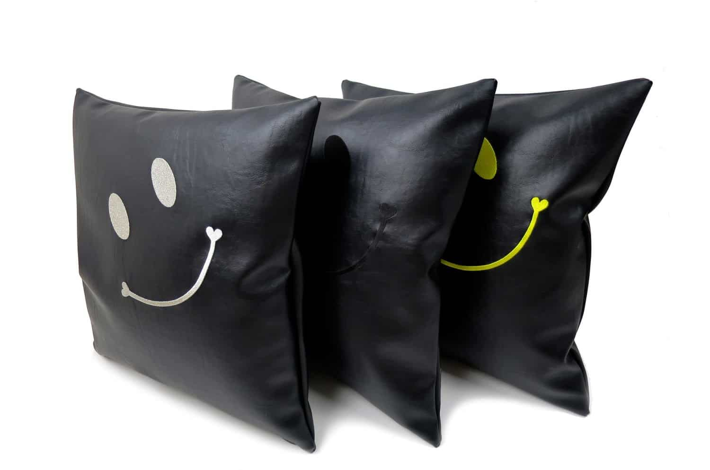 The Smile スマイル キュートシルバースマイル 『ニコフェイス®』刺繍クッションカバー ブラック 45×45cm