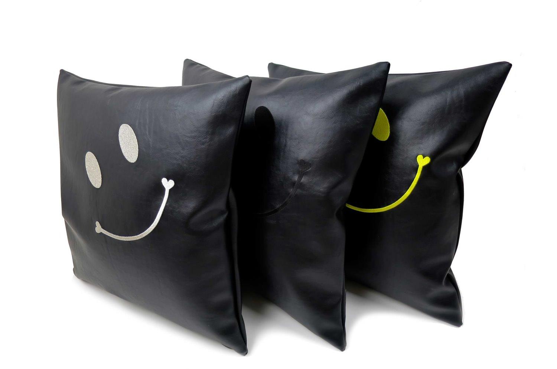 The Smile スマイル キュートイエロースマイル 『ニコフェイス®』刺繍クッションカバー ブラック 45×45cm
