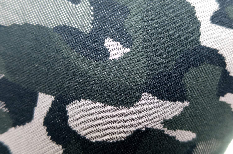 カジュアルになり過ぎないブラック迷彩柄クッションカバー 45×45