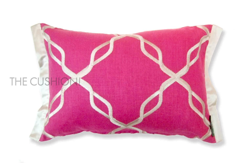 ローズピンクとシルバー刺繍のフレンチクッション by CASAMANCE(カサマンス)