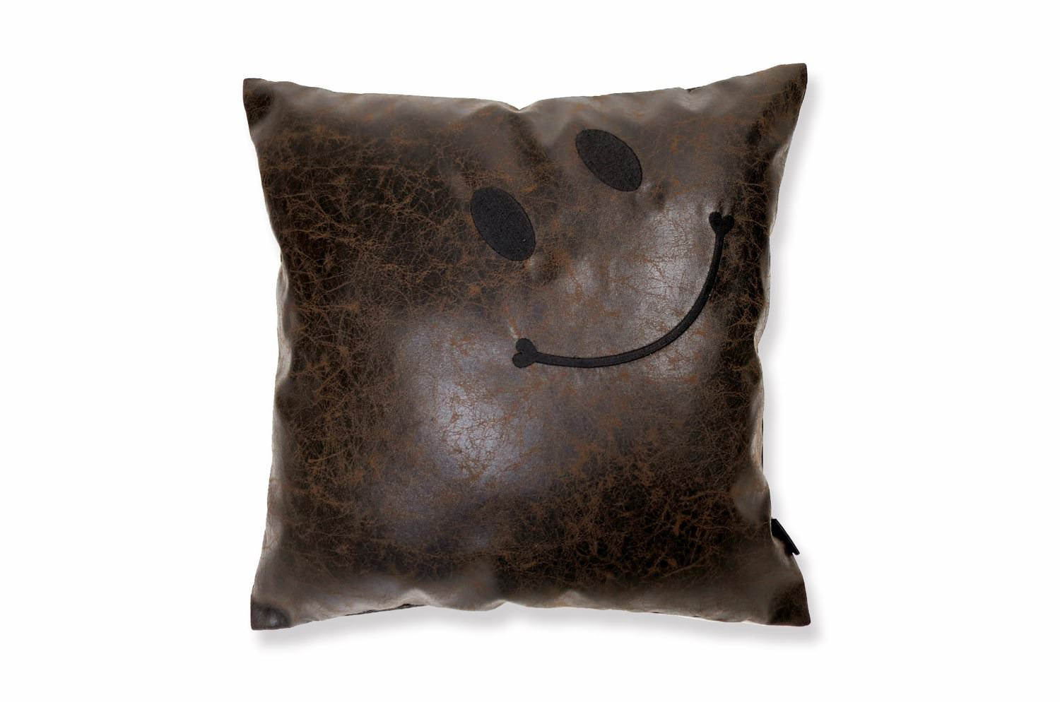 fakeleather-db-scratch-smile
