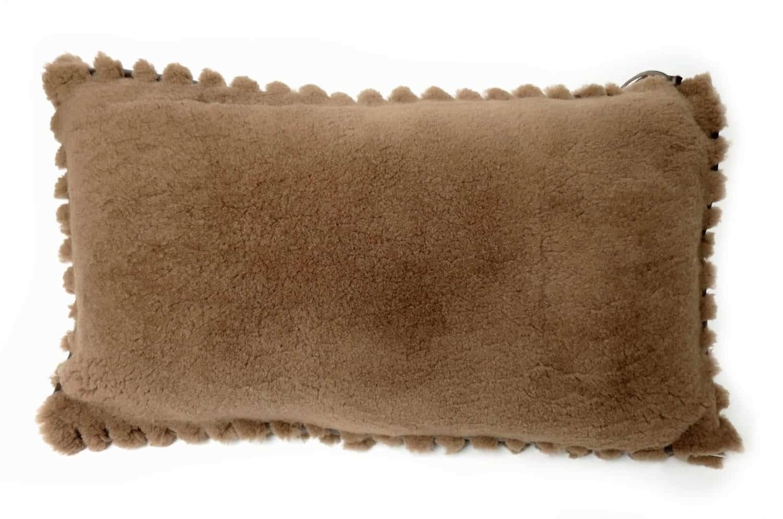 至福のふかふか 贅沢 ムートン クッション 大きめサイズ NO.02 64×37