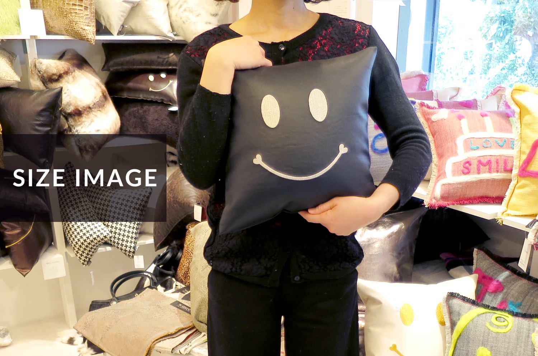 The Chibi Smile チビスマイル キュートシルバースマイル 『ニコフェイス®』刺繍クッション ブラック 34×34cm 中材付