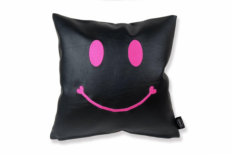 The Chibi Smile チビスマイル キュートピンクスマイル 『ニコフェイス®』刺繍クッション ブラック 34×34cm 中材付