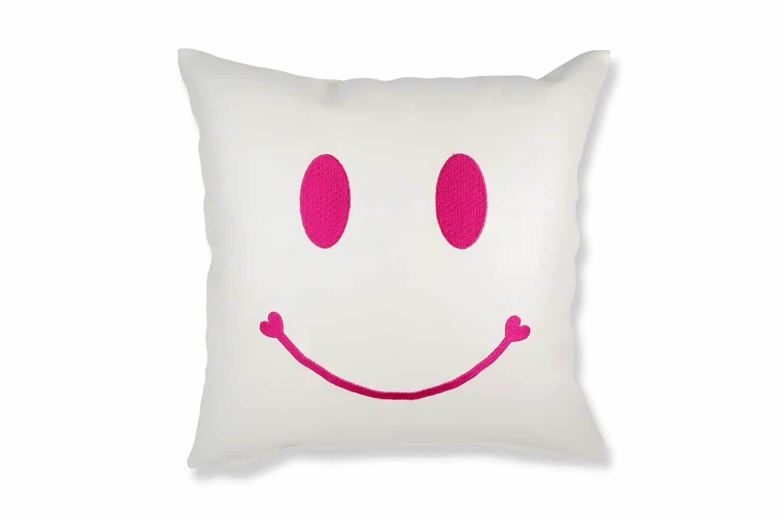 スマイル 『ニコフェイス®』/ホワイトレザーにビビットピンク刺繍のCHIBIスマイル 『ニコフェイス®』クッション 34×34