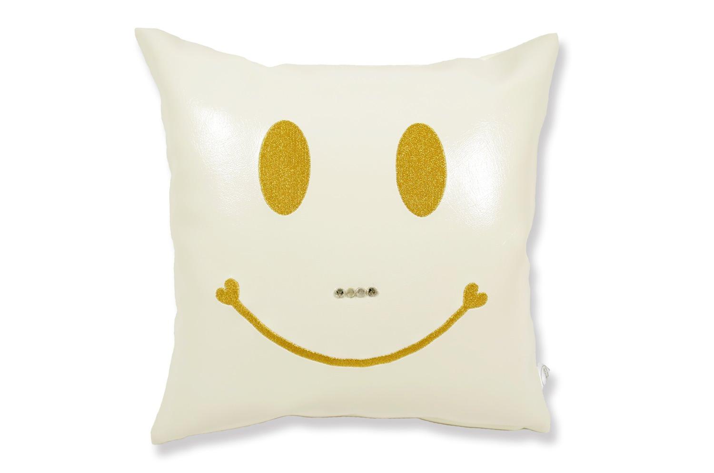 The Chibi Smile チビスマイル キュートゴールドスマイル 『ニコフェイス』刺繍クッション ヒゲスワロフスキー ホワイト 34×34cm 中材付