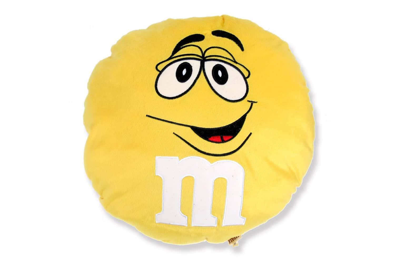 ふかふかしてて触り心地も抜群のM&M's(エムエアンドエムズ)ラウンドクッション 40cm Yellow