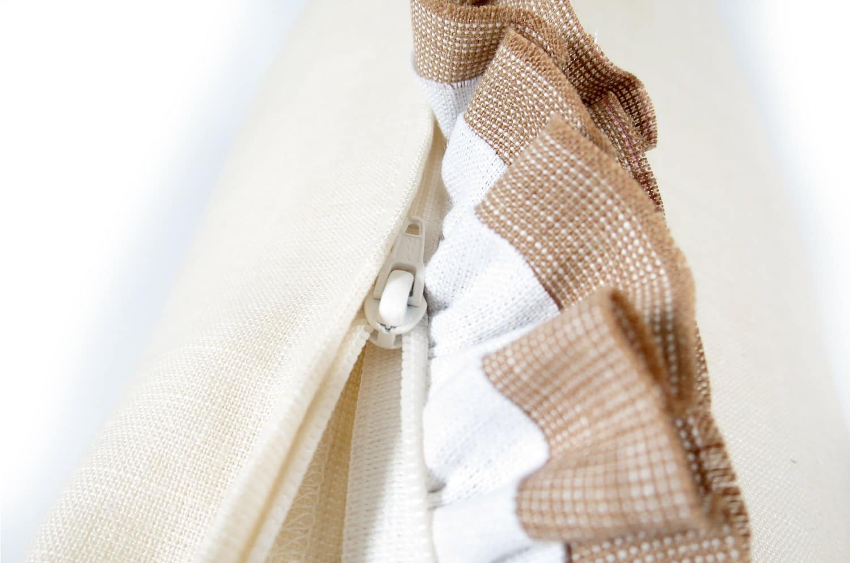 The French Linen フレンチリネンラブフリルクッションカバー アイボリー 40×40cm