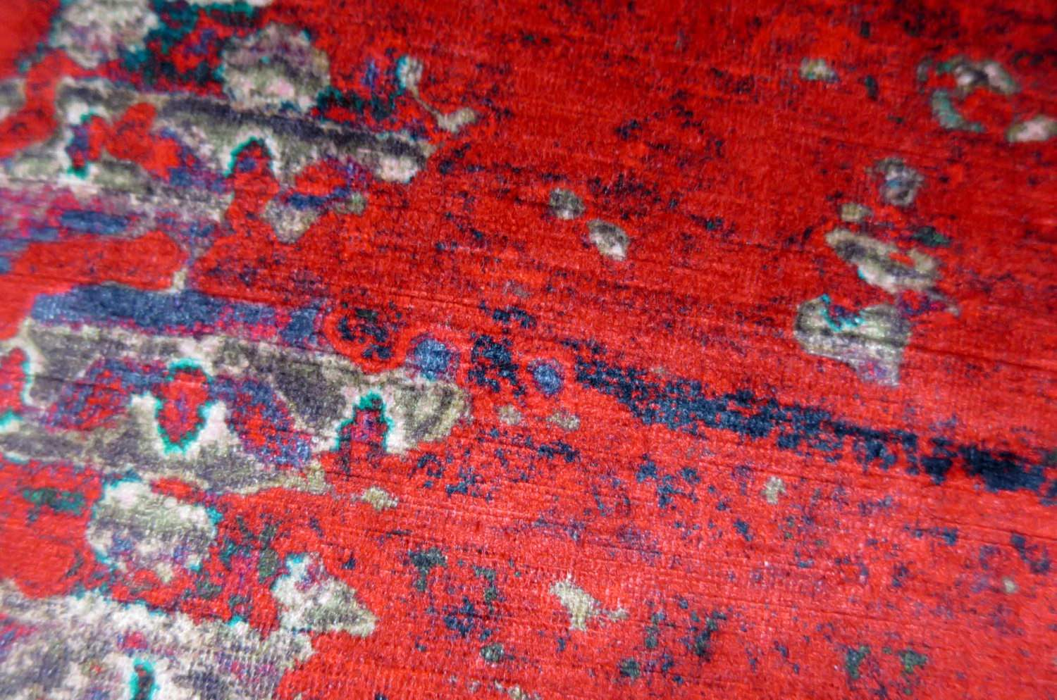 Shade Carpet ベルベットクッション Red 50 by ALDECO