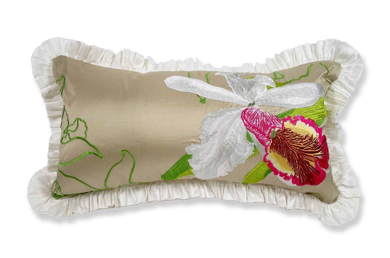ドレスのようなSilk taffeta ホワイトフリルクッション LORCA社生地 50×29 中材付