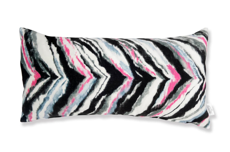 The Zigzag Color スペイン製起毛スエードタッチ カラフルジグザグ柄クッション 50×25cm 中材付