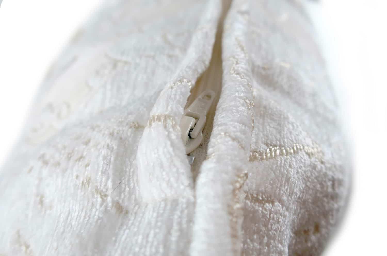 上品パールホワイト ダマスク柄のクッションカバー 50×50
