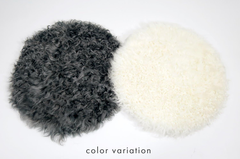 The Cute Curlくるくるカールのカルガンラム ラウンドシートクッション ホワイト Φ30cm