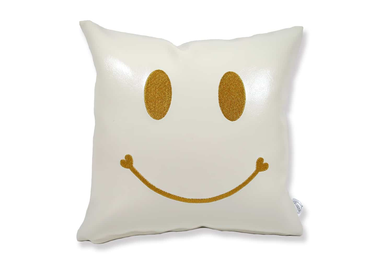 The Chibi Smile チビスマイル ゴールド 『ニコフェイス®』刺繍クッション パールホワイト 34×34cm 中材付