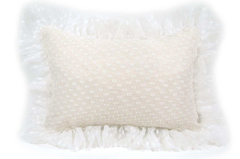The Lace Frill 可憐レースの透け感繊と華やかさのフリルクッション 45×30cm 中材付