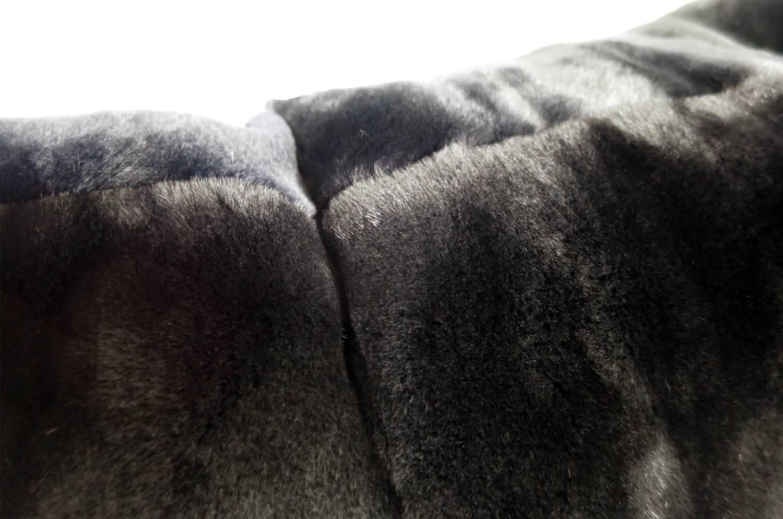 The Powder Snow 極上の抱き心地の天然ミンク綿毛クッション「LUXE」ブラック Basic 45×45cm