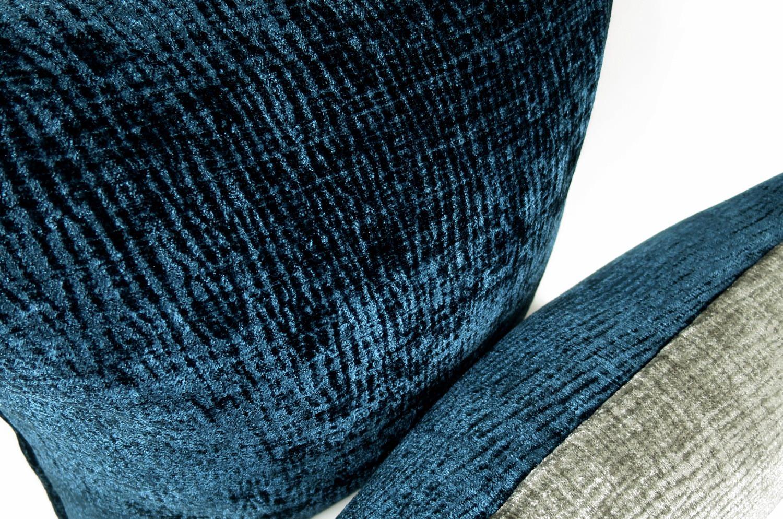 The Veludo 柔らか厚地ロイヤルビロード 2トーンクッション オールドブルー×ワームグレー 45×30cm 中材付
