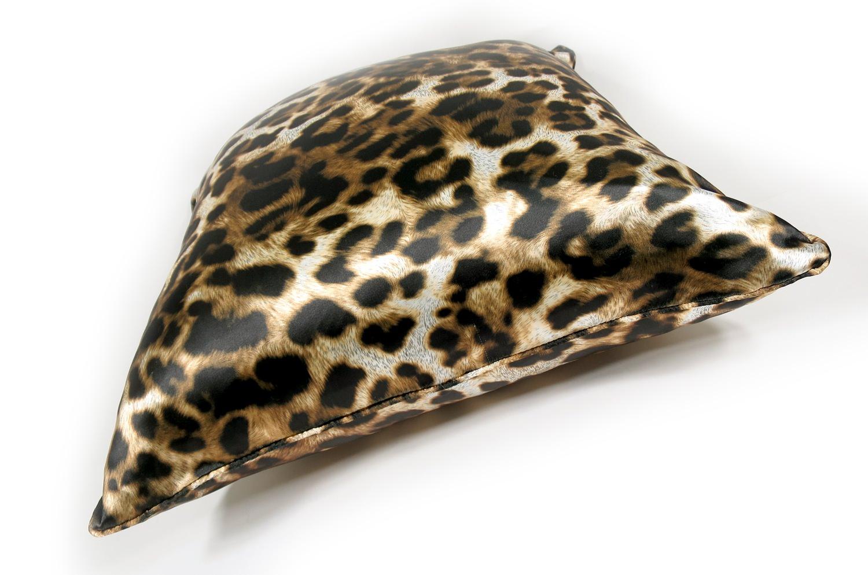 ヒョウ柄がスタイリッシュなパイピング付アニマル柄クッションカバー 50×50
