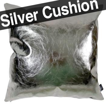 ヤギ革メタルシルバー箔の光沢が美しい希少なクッション 45×45