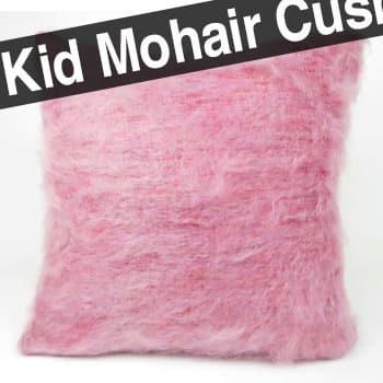 超希少なピンク色キッドモヘアを贅沢に両面にあしらったBALMUIRクッションカバー 50×50