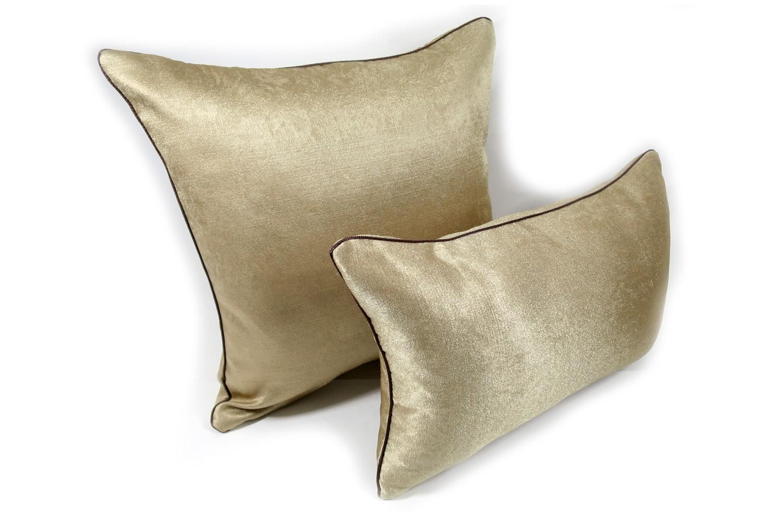 The Milky Gold シャインミルキーゴールドクッション 45×30cm 中材付