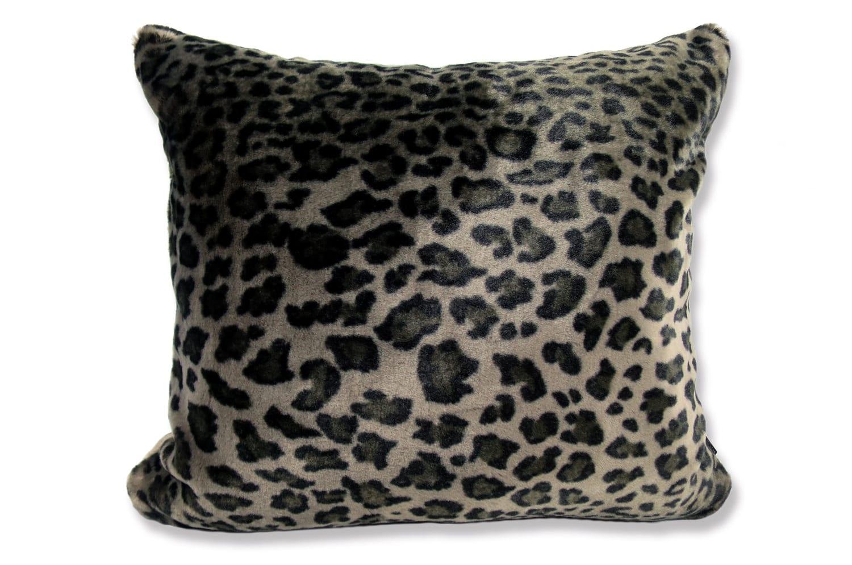 The Leopard 至極の手触りのヒョウ柄スモールクッション 45×40cm 中材付