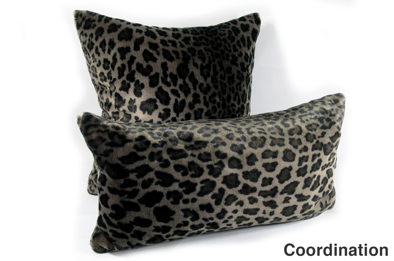 The Leopard 至極の手触りのヒョウ柄スモールクッション 56×30cm 中材付