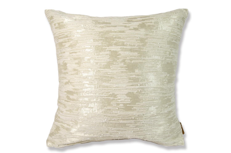 アルマーニカーザのアリボリー色ジャカード織が光沢とマットの陰影を美しく表現したLILLEファブリックを使用した高級感ある45cmクッションカバー