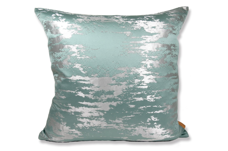 ミネラルブルーにシルバー色の柄が美しいポルトガルファブリックを使用した40cmクッションカバー