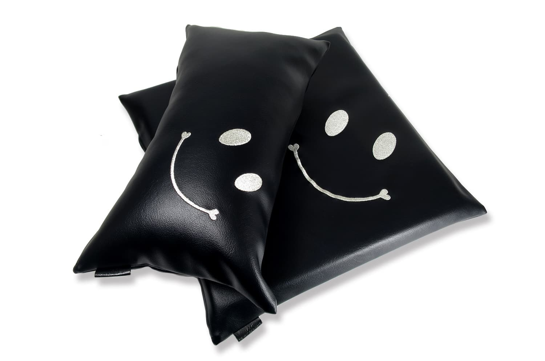 The Smile スマイル キュートシルバースマイル 『ニコフェイス』刺繍クッションセット ブラック 中材付