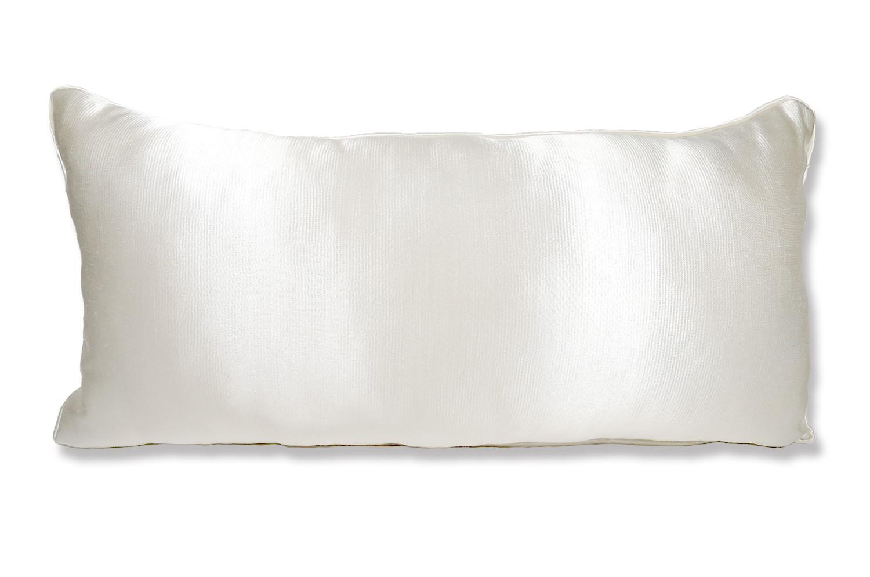 The PierreFrey プリンセスホワイトサテンパイピングクッション 70×35cm 中材付