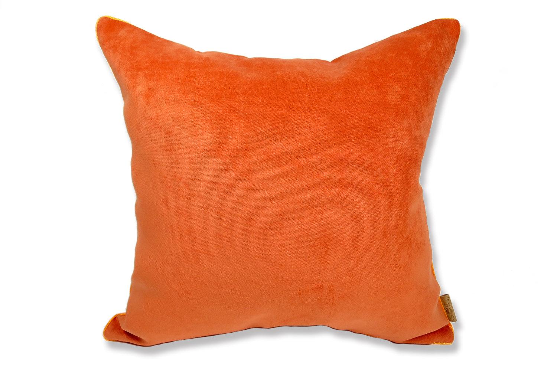 マンダリンオレンジ色の美しさと、マットでキュートな可愛さのスエードタッチ45cmクッションカバー